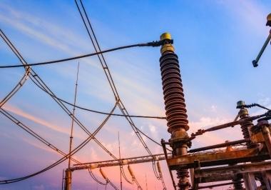 Aumento na tarifa de transmissão de energia afetará conta de luz